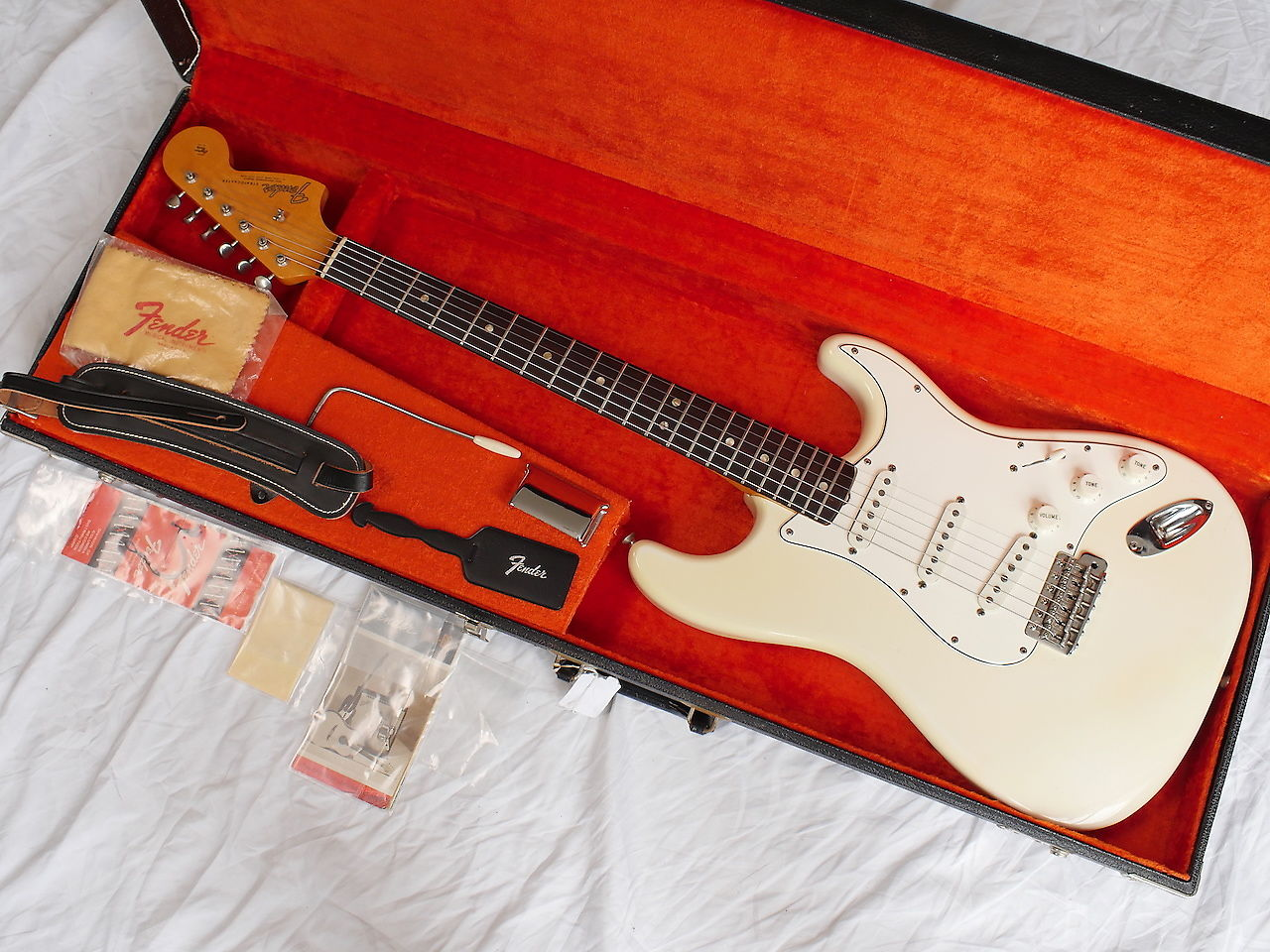 1966 FENDER STRATOCASTER OLYMPIC WHITE MINT